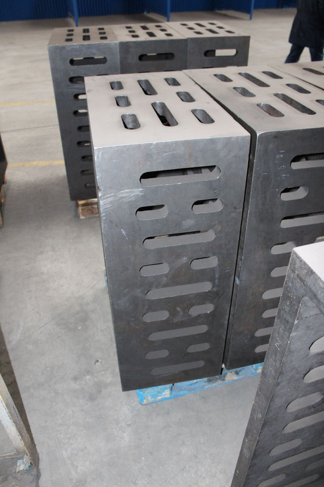 083. Cast iron clamping cube