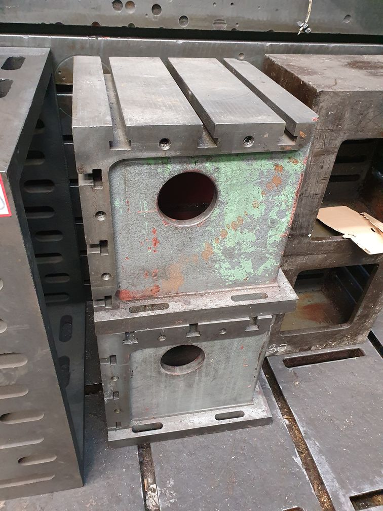 080. Cast iron clamping cube